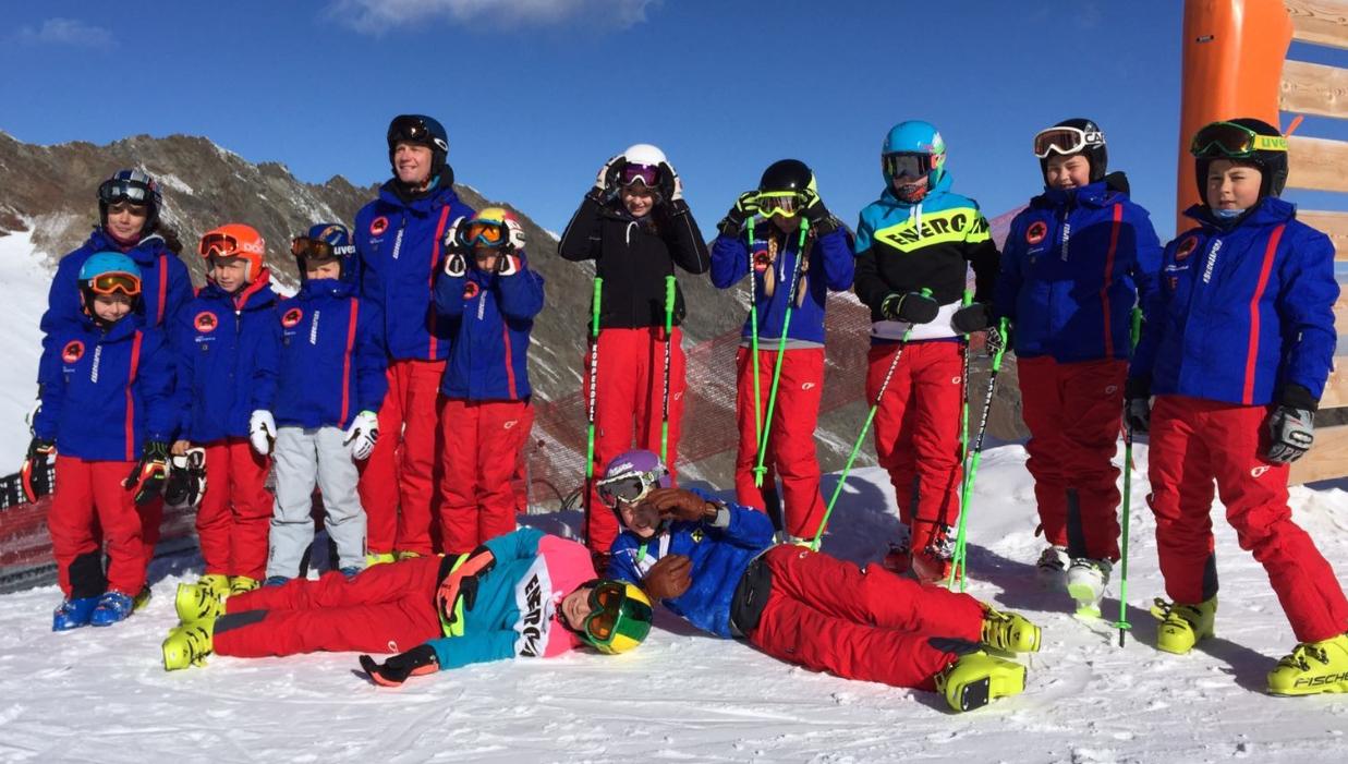 Saisonauftakt der Ski-Kids am Stubaier Gletscher