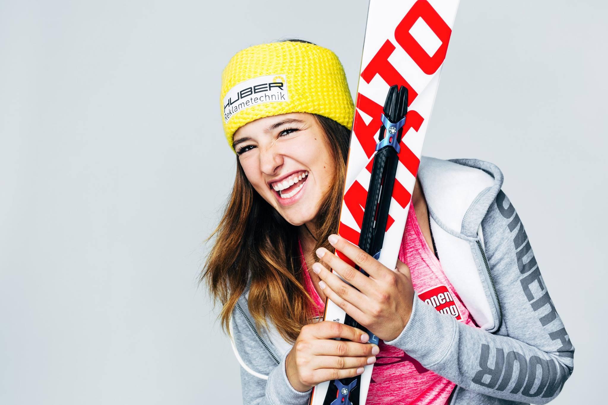 Katharina Huber mit ÖSV Weltcup Trainingsgruppe auf dem Weg nach Neuseeland